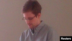 Сноуден Шереметьево һава аланында. 12 июль 2013