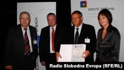 Pamje nga ceremonia e ndarjes së çmimit Dr. Erhard Busek në vitin 2010