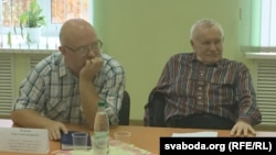 Удзельнікі дыскусіі: Міхась Булавацкі (справа), гісторык Ігар Пушкін (зьлева). Булавацкі: «Каб беларусы ня зьніклі зь зямнога шару і ня вымерлі, як маманты»