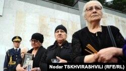 Согласно информации омбудсмена Учи Нануашвили, на данный момент среди без вести пропавших числятся до полутора тысяч этнических грузин, до двухсот абхазов и около сотни осетин