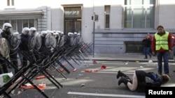 Акция антиглобалистов в Брюсселе перед открытием саммита ЕС
