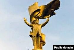 """""""Түркіменбашы"""" Сапармұрат Ниязовтың ескерткіші."""
