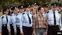 Проводы российских офицеров грузинской стороной, впрочем, как и их встреча в Москве, были обставлены помпезно