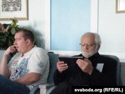Уладзімер Мацкевіч (справа)