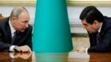 Встреча президента Туркменистана Гурбангулы Бердымухамедова (справа) и президента России Владимира Путина (слева) в Ашхабаде, 2 октября, 2017