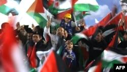 پایکوبی فلسطینیان بعد از رای مجمع عمومی سازمان ملل به ارتقاء سرزمینشان در رده «کشور ناظر غیرعضو»