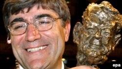 Грант Дынк падчас цырымоніі ўручэньня яму ўзнагароды 'Henri Nannen Prize', Гамбург, 12 траўня 2011 году