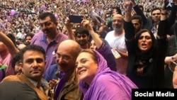 جمعی از هنرمندان در کارزار انتخاباتی حسن روحانی