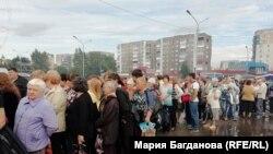 Очередь за бесплатными пельменями в Новокузнецке