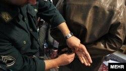 در بیانیه وزارت اطلاعات اشارهای به میزان دستگیریهای روز پنجشنبه در ارتباط با شرکتهای هرمی نشده است.