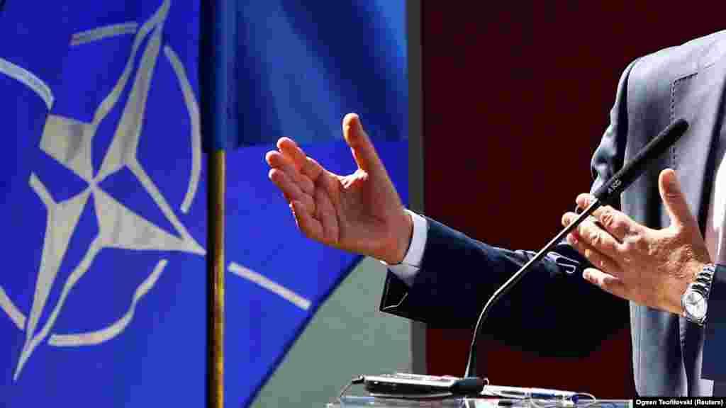 МАКЕДОНИЈА - НАТО и ЕУ се вратата кон полесно водење на бизнис, рече на прес-конференција претседателот на Советот на странски инвеститори, Штефан Петер.