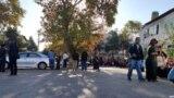 Очередь у посольства Узбекистана в Ашгабате.