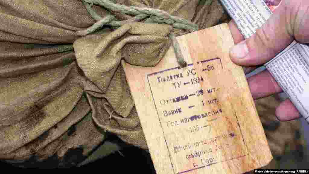Çuvalğa iliştirilgen yazı. İçinde çadır olğanı belgilengen, yapuv yılı - 1965.