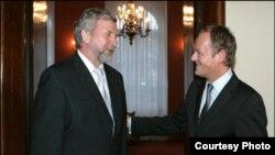 Аляксандар Мілінкевіч і Дональд Туск