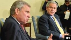 Presidenti George Bush në takim me shefin e NATO-s, Jaap de Hoop Scheffer