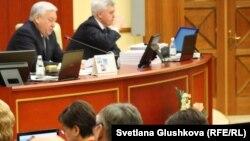 Депутаты мажилиса парламента Казахстана.