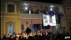 """Оппозициядагы """"Грузия кыялы"""" блогунун тарапкерлери жеңишин дүйшөмбү күнү эле майрамдап баштады. Тбилиси, 1-октябрь, 2012-жыл"""