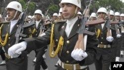 Ադրբեջանցի զինվորները Բաքվում զորահանդեսի ժամանակ, արխիվ