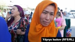Kyrgyz women wait to cross into Uzbekistan at the Dostyk border crossing, the first to reopen following an agreement signed by the Uzbek and Kyrgyz presidents earlier this month.