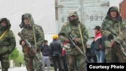 Кыргызские пограничники на кыргызско-таджикской границе, Баткен, 28.04.2013.