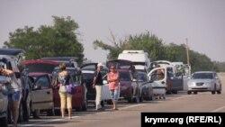 Очереди на административной границе с Крымом