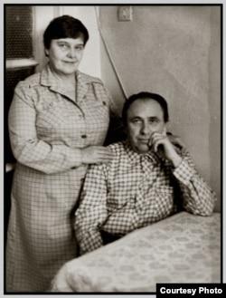 Ніна Глобус і Вячаслаў Адамчык. Менск, 1986. Фота Алены Адамчык. Зь сямейнага архіву Адамчыкаў