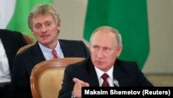 Дмитро Пєсков (л) і Володимир Путін (п), архівне фото