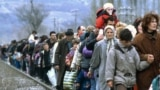 Macedonia -- Kosovar refugees fleeing their homeland, Blace, 01Mar1999
