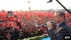 رجب طیب اردوعان در گردهم آیی «علیه تروریسم» در استانبول، شهریور ماه ۱۳۹۴