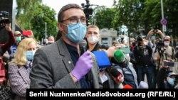 Сергій Стерненко на акції на його підтримку 18 травня під будівлею СБУ