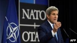 Promena administracije neće promeniti posvećenost Amerike našim obavezama u NATO-u: Keri