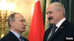 Уладзімер Пуцін і Аляксандар Лукашэнка падчас сустрэчы ў Крамлі 15 сьнежня 2015 года.