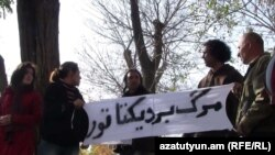 Armenia -- Iranians in Yerevan protest against the possible execution of Sakineh Mohammadi Ashtiani, an Iranian woman accused of adultery, 8Nov2010.