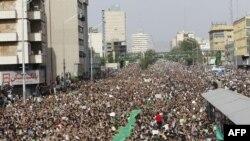 نمایی از راهپیمایی مسالمتآمیز معترضان در روز ۲۵ خرداد ۸۸