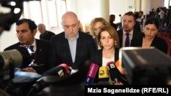 Депутаты делают заявление о выходе из большинства, 14 ноября 2019 г.