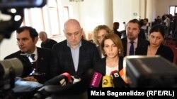 Депутаты, которые покинули парламентское большинство