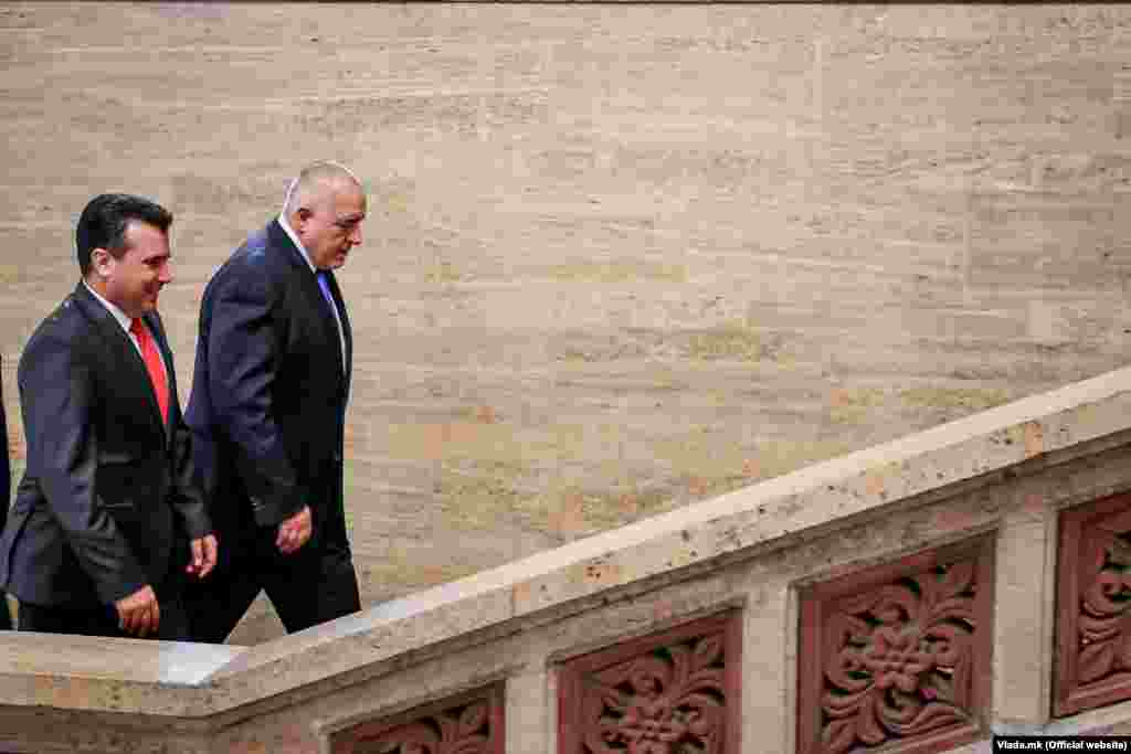 БУГАРИЈА - Бугарскиот премиер Бојко Борисов на 1 август ќе престојува во посета на Скопје каде што заедно со премиерот Зоран Заев ќе ја одбележат двегодишнината од Договорот за добрососедство, пријателство и соработка.