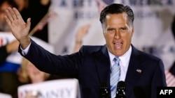 Mitt Romney se obraća pristalicama tokom kampanje
