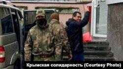Эмиль Курбединов Акмәчетнең Киев районы мәхкәмәсенә китерелә