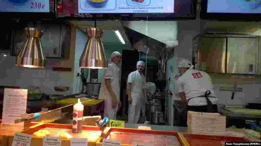 Для трудоустройства в хороший японский ресторан требуется российское гражданство.