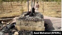 بقايا تمثال العشق الذي تم حرقه في متنزه آزادي في السليمانية