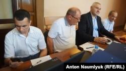 Ильми Умеров и его адвокаты на заседании суда, 12 июля 2017 года