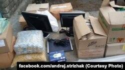 Продукты, медикаменты и вещи, собранные украинскими и белорусскими волонтерами для очередной поездки в зону АТО