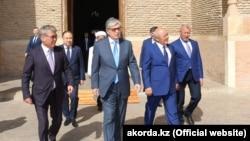 Касым-Жомарт Токаев во время визита в Туркестан, 23 марта 2019 года.
