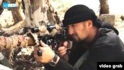 """Гулмурод Халимов, бывший начальник таджикского ОМОНа, в пропагандистском ролике группировки """"Исламское государство""""."""