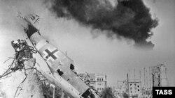 Бес айға ұласқан Сталинград шайқасы Совет одағының нацистер шабуылына қайрат көрсетуінің символы болып, соғыста шешуші сәттің белгісіне айналды.