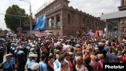 Սամվել Ալեքսանյանի աջակիցների բողոքի ակցիան Փակ շուկայի մոտ, արխիվ