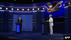 Һилари Клинтон һәм Дональд Трамп өченче теледебатлар вакытында