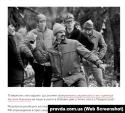 В'ячеслав Артеменко в окулярах позаду Дмитра Корчинського. Фото Валерія Мілосердова, 1991 рік