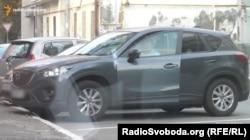 Автомобіль Mazda СХ 5, на якому їздить на роботу працівник СБУ Тупицький